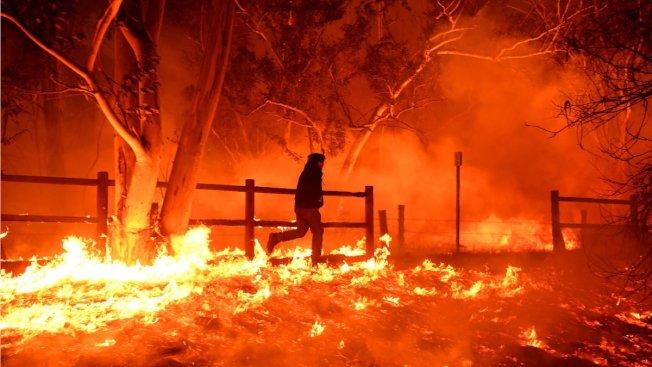 范杜拉縣大火致5萬多人撤離。(KTLA電視台)