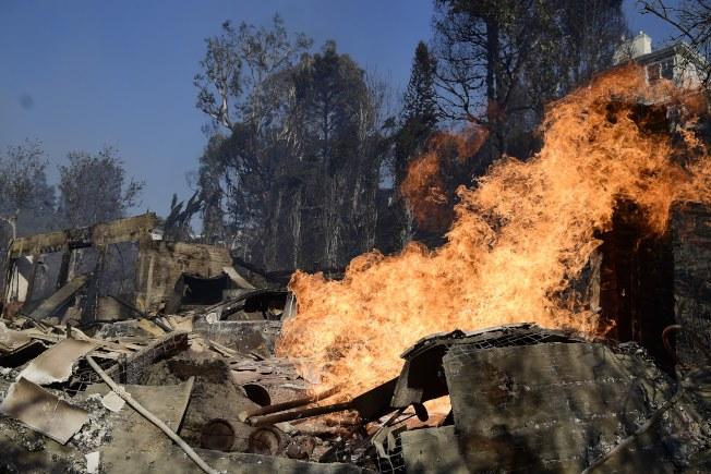 加州野火蔓延,吞噬貝萊爾的豪宅。(歐新社)