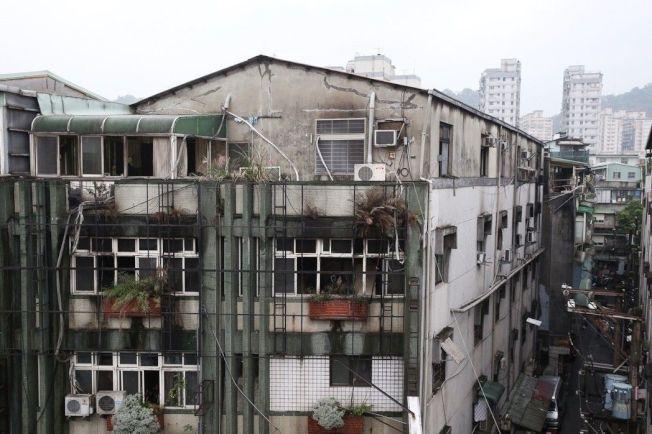 奪走9條人命的新北市中和區公寓出租雅房就是頂樓加蓋違建,存在高風險。(本報資料照片)