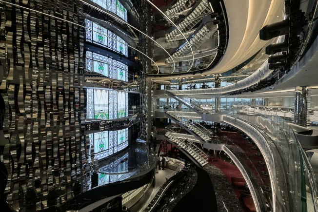 海濱級遊輪的玻璃中庭一景。(MSC Cruises提供)