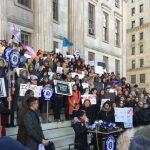 ICE法庭抓無證客 數百律師抗議
