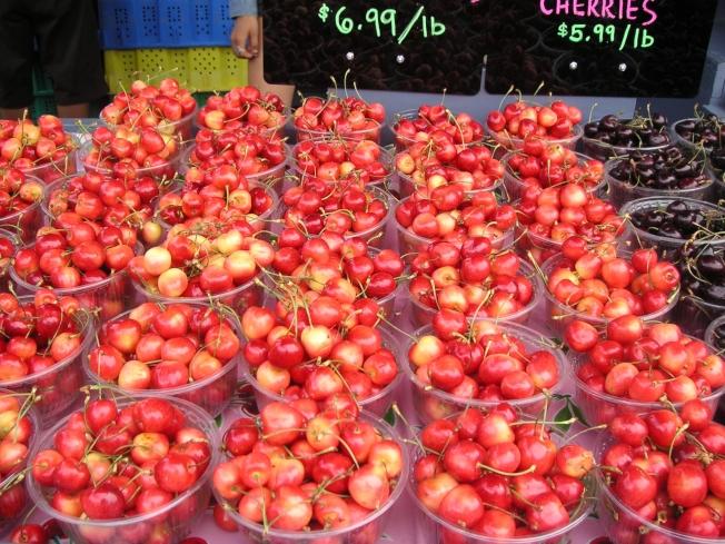 新鲜的雷尼尔樱桃,令人垂涎欲滴。价格是两年前的。
