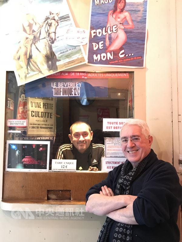 比佛利電影院是巴黎最後一間A片電影院,將於2018年2月歇業。老闆拉侯許(右)說,沒有了這個相遇和分享的地方,有些客人和他自己,都會非常失落。中央社記者曾依璇巴黎攝
