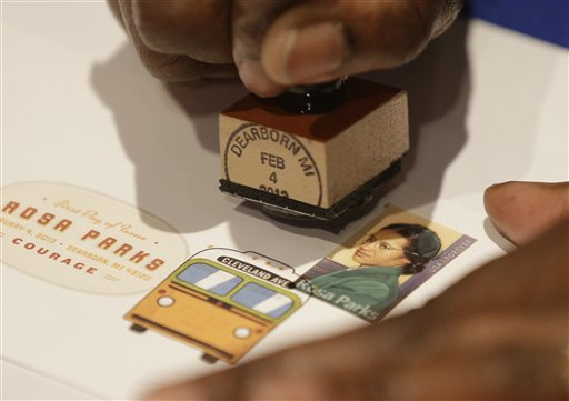 2013年2月4日美國郵局發行羅莎派克的紀念郵票。美聯社