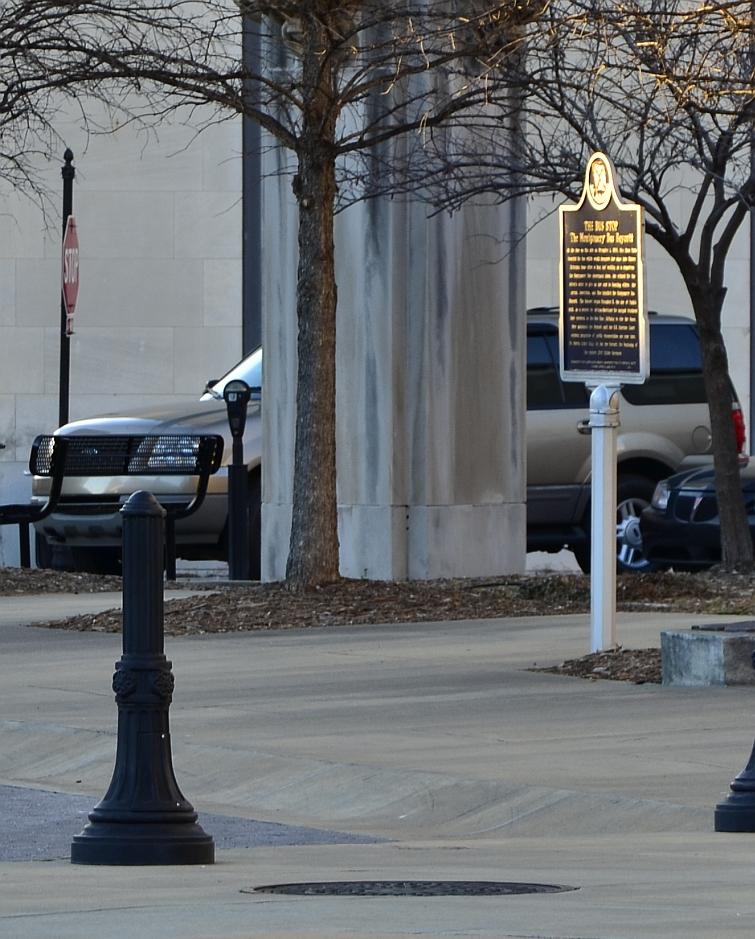 羅莎派克當年乘車處,如今設立一個紀念碑。圖取自維基百科