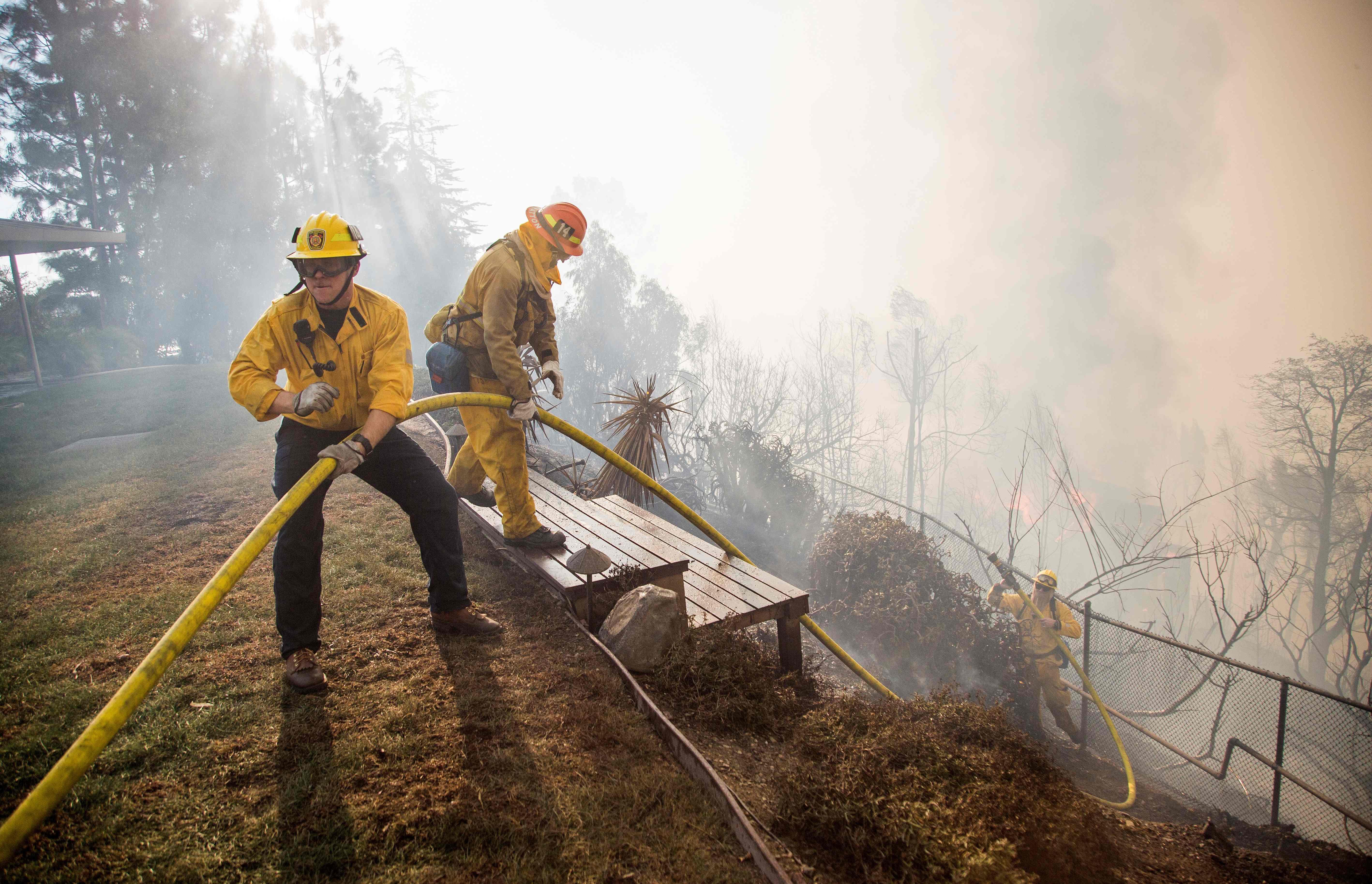 6日清晨開始的Skirball大火迅速蔓延,至目前為止幾乎無法控制。Getty Images