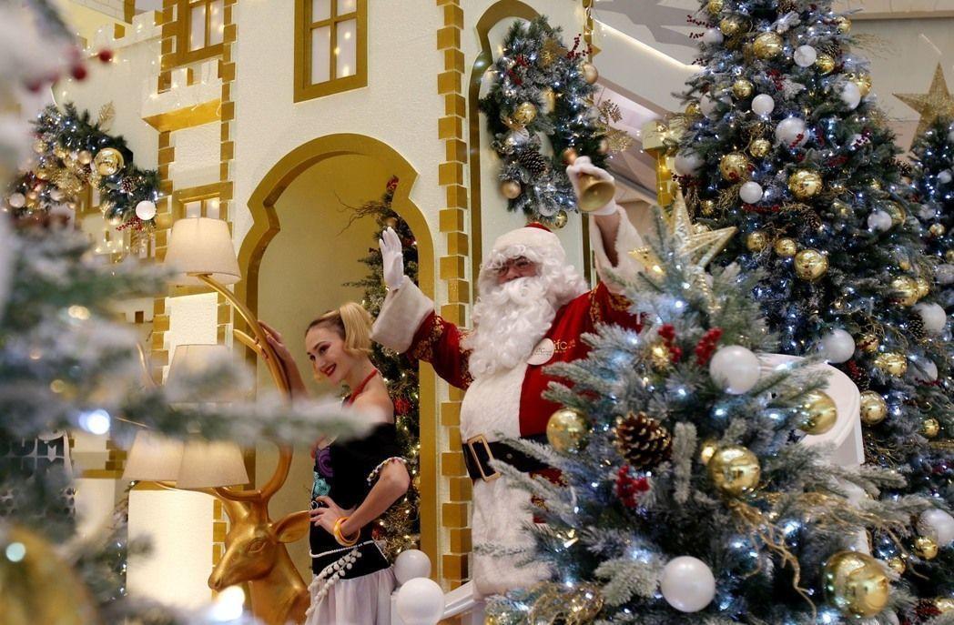 作為世界工廠的中國,光一個義烏市就生產了全球近2/3的耶誕裝飾品,被美媒喻為「耶誕工坊」。(新華社)