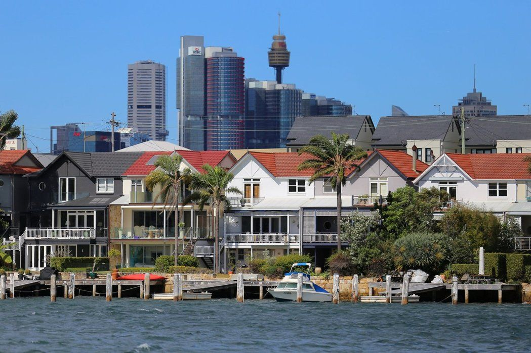 澳洲退休族炒房,恐造成房市泡沫化。圖為雪梨郊區的住宅。(路透)