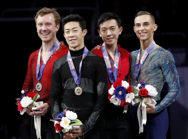 美國花樣滑冰男子國家代表隊有兩位華裔選手,陳巍(左二)及周知方(左三),代表美國參加平昌冬奧。(美聯社)