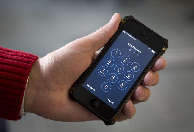 美國海關人員對旅客手機、筆記本電腦和其他電子裝置的搜查,已大幅增加。(美聯社)