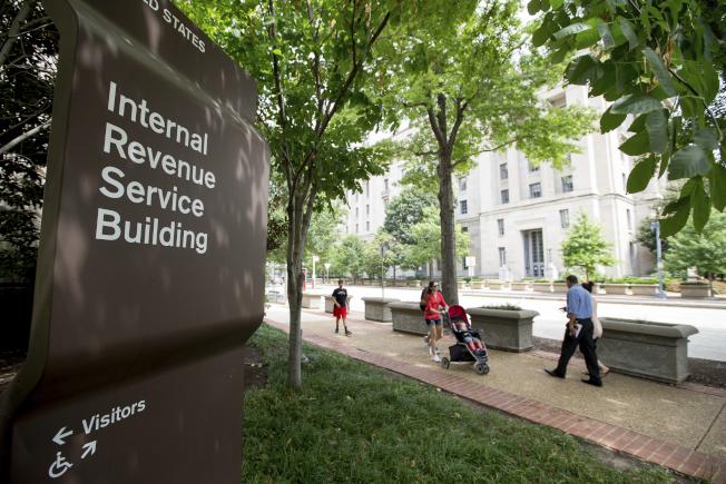 国税局预定下月底在其网站公布新的预扣税计算器,协助个别纳税人决定正确的预扣额。 (美联社)