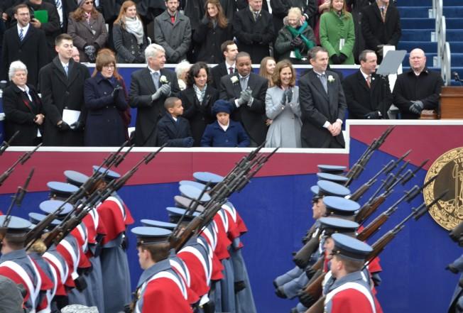 維吉尼亞軍校1500名學生參加就職式,向VMI學長致賀。諾譚是VMI產出的第二位州長。(特派員許惠敏/攝影)