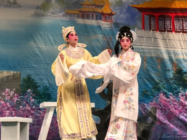 「藝程兒童粵劇迎新春2018」13日在羅斯密高中舉辦。(記者張宏/攝影)