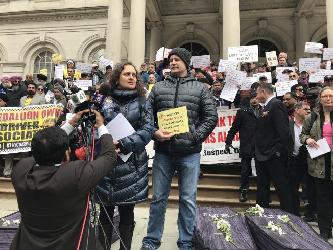 纽约计程车司机联盟执行主席狄赛表示,政府没有给计程车行业提供一个公平竞争的环境。 (记者和钊宇/摄影)