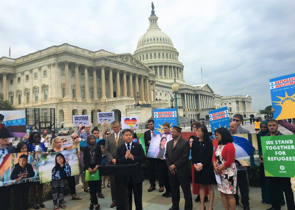 今天是「世界难民日」,反对零容忍政策的团体前往国会山庄前集会。 (刘云平提供)