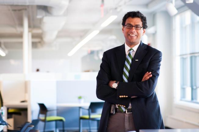 印裔医生写手阿图广德获重托,担任亚马逊、波克夏、摩根大通联手成立新医疗健保公司总裁。 (Atul Gawande个人官网)