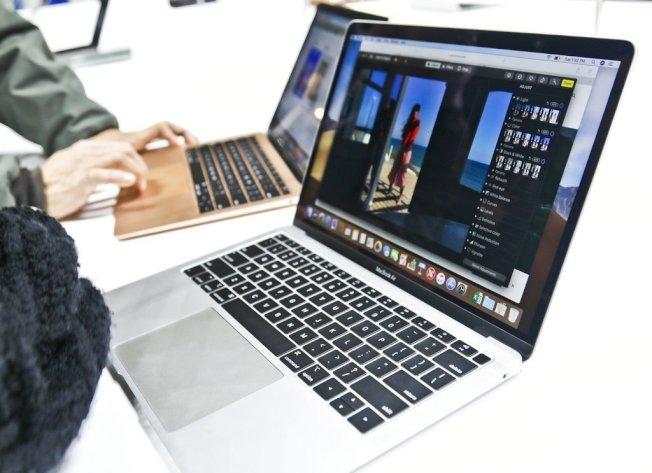 新版MacBook Air终于配备了以往只出现在MacBook Pro上的Retina萤幕,还增加Touch ID功能、最新一代蝶式键盘。美联社