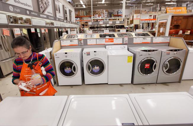 在黑色星期五购买洗衣机、干衣机、冰箱和主要厨房用具可以省大钱。 (Getty Images)