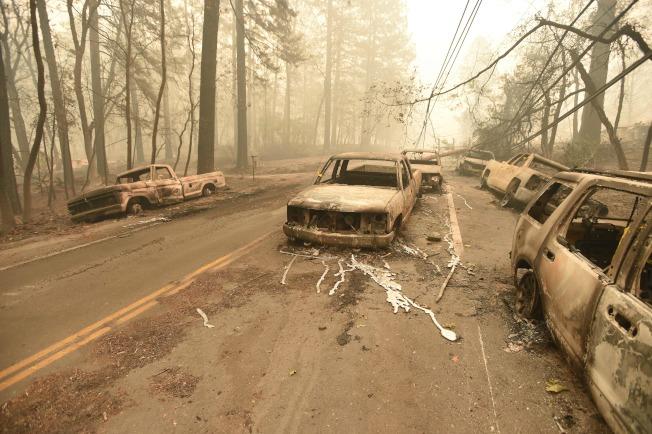 北加州坎普野火(Camp Fire)已造成23死,居民弃车逃生。 (Getty Images)