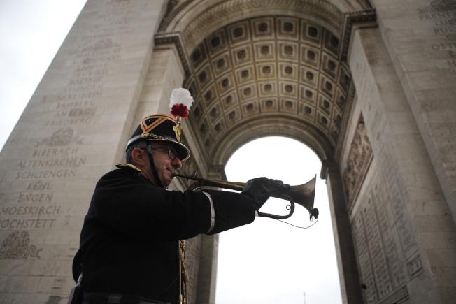 第一次世界大战终战百周年纪念仪式今在巴黎凯旋门前举行。 (美联社)