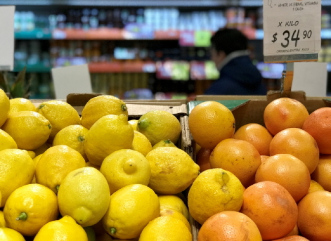 在各种食物洒上柠檬汁,是伊卡里亚岛民保健的小招数之一。 ( 路透)