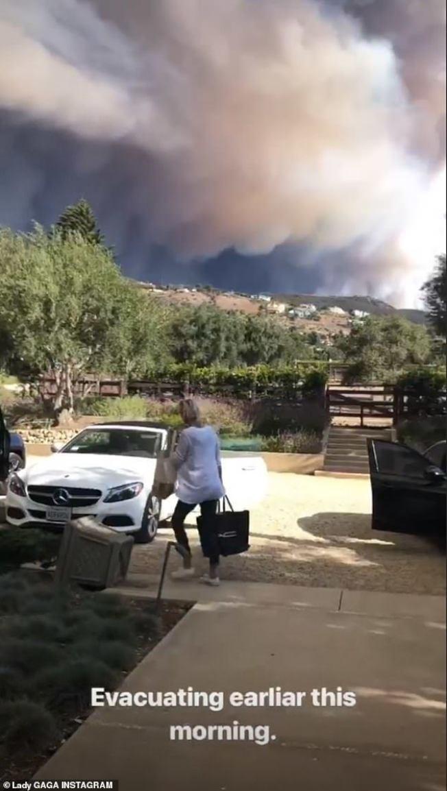 女神卡卡拍下加州野火肆虐的景象。图/摘自IG
