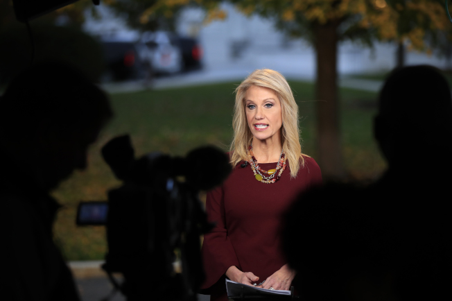 白宫资深顾问凯莉安.康威表示,她的律师丈夫乔治对于川普总统任命原司法部幕僚长惠特克出任代理司法部长的看法并不重要。 (美联社)