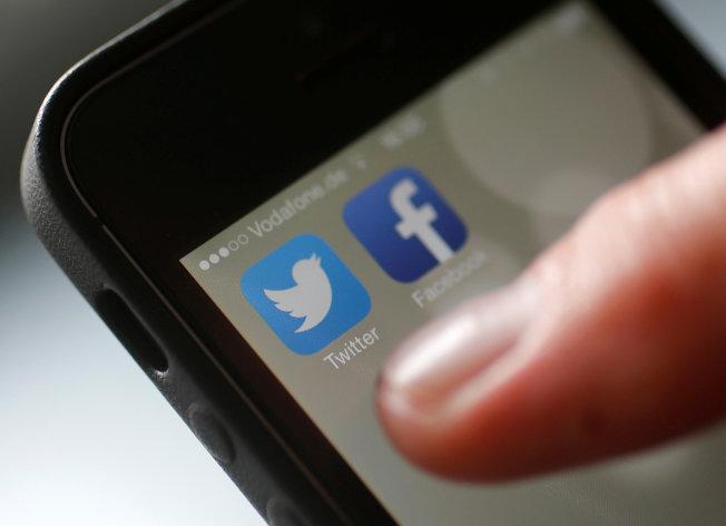 一则不恰当的推特(Twitter)或脸书贴文,严重的话可能毁了你的一生。 (路透)