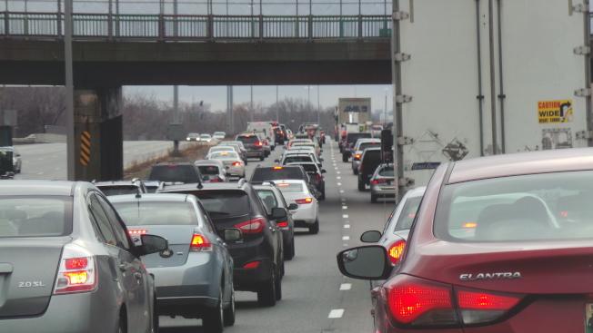 据AAA,今年耶诞假期美国民众出游人数增加,20日交通最拥挤。 (记者唐嘉丽/摄影)