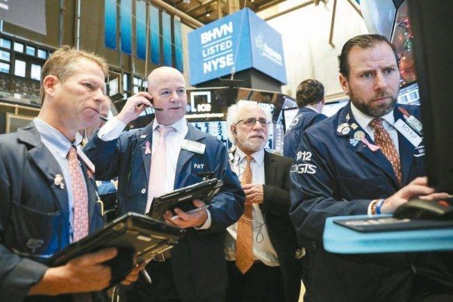 美银美林(BAML)最新调查显示,投资人对市场和经济展望的看空情绪升到接近极致,正纷纷把资金从股市撤出、转进债券,增持债券规模创历史最高纪录。路透