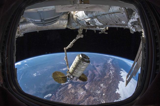 图为美国太空总署太空人Serena Auñón-Chancellor于今年11月20日在推特布的「今天捕获天鹅座」照片。 (Getty Images)