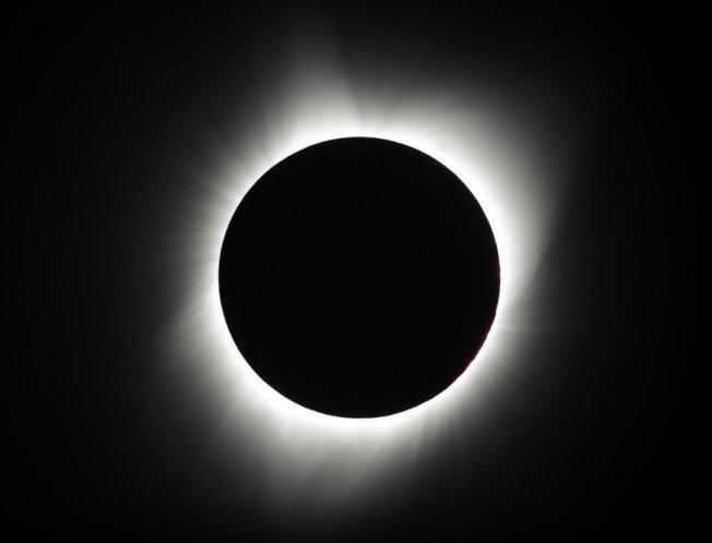 明年全球可见到两次日全蚀。 (美联社)