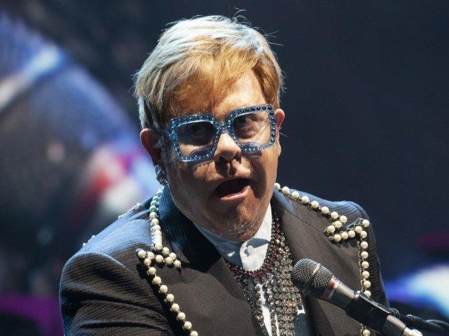 英国老牌歌手艾尔顿强明年将展开告别演出。 (美联社)