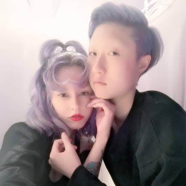 「小龙女」吴卓林(右)欠租回家住几天,再度离家。 (取材自Instagram)