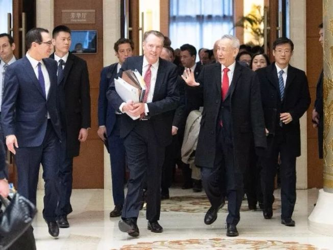 陆媒披露,中美贸易磋商,会场时有笑声。 (取自凤凰网)