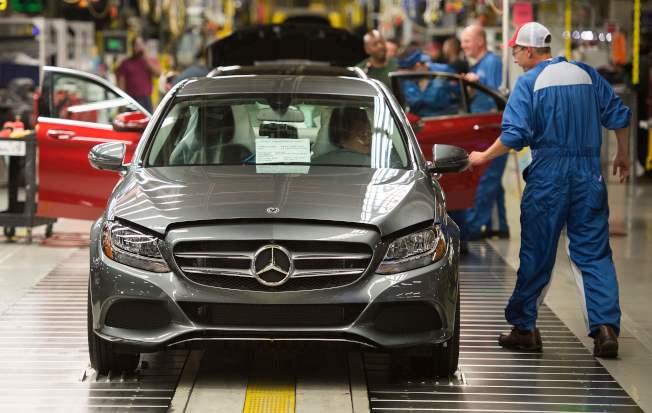 高盛也警告投资人应做好准备,加征暂时性汽车关税的可能性为40%。 (Getty Images)