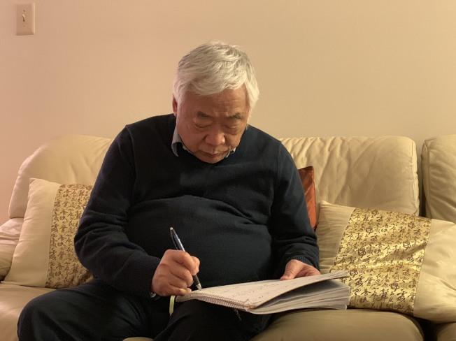 庄易习惯了工作的规律生活,退休后不知如何分配时间。 (记者张筠/摄影)