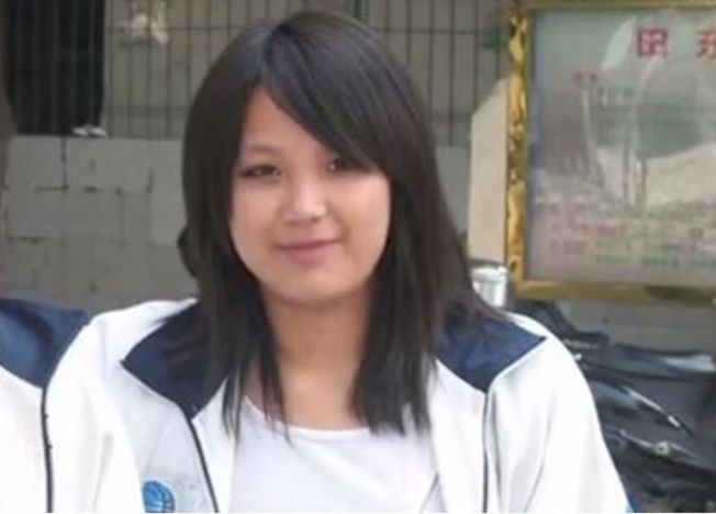 韦晓婷以前很胖,遭到同学、前男友嫌弃。 (视频截图)