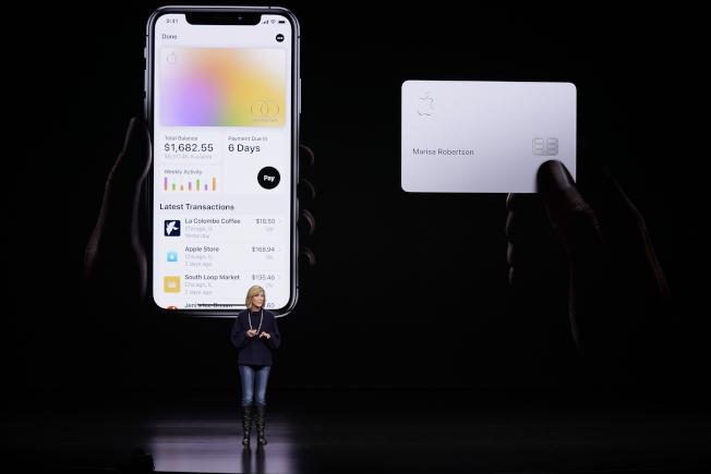 Apple Pay副总裁Jennifer Bailey在发表会上介绍Apple Card。 (美联社)