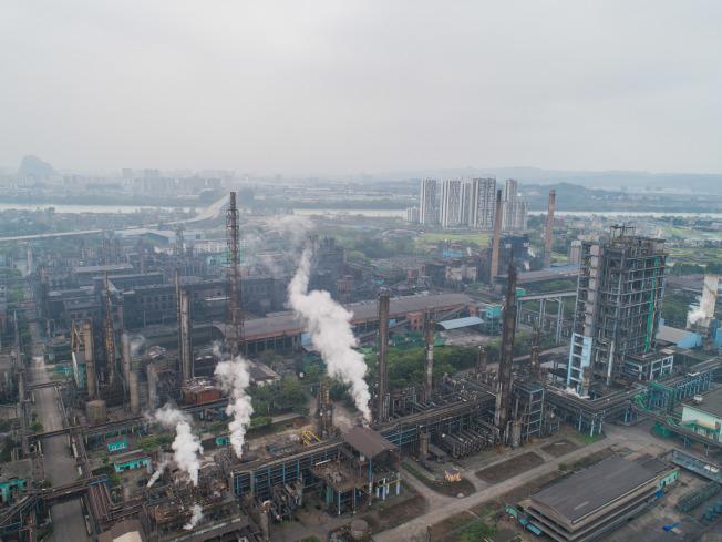 各省陆续公布相关化工产业整治方案,要对化工园区瘦身。 (中新社)