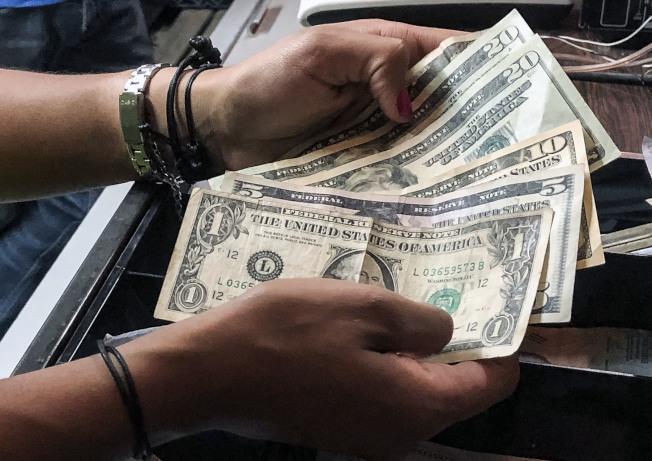 调查显示,中产阶级和富裕阶层的差异,主要在于债务和储蓄。 ( Getty Images)