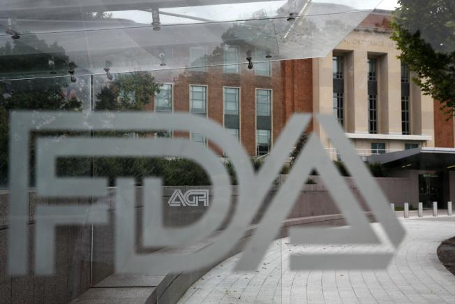 FDA 2日表示目前不会禁用与罕见癌症有关的乳房植入物。 (美联社)