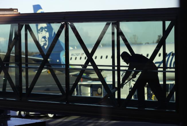 美国公布4月就业报告,各项数据强中有弱。美联社