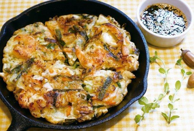 简便却澎湃的海鲜煎饼,是能快速上桌的美味。图/太阳脸