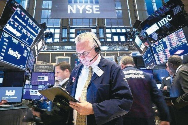 美股提防三隐忧导致市场出现第二波抛售潮。路透
