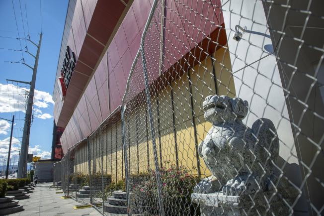 拉斯维加斯的「威龙赌场酒店」开幕一年后,2018年1月倒闭至今。 (美联社)