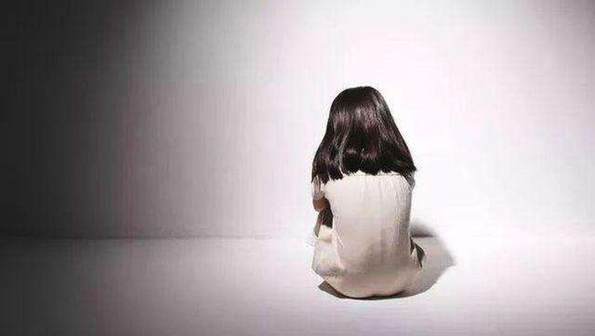 吉林省长春一名六旬公务员多次以金钱诱饵,性侵女童还致其怀孕,二审遭重判11年。 (取材自上游新闻)
