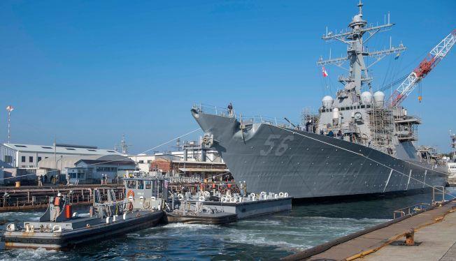 图为2018年11月约翰马侃号驱逐舰停泊在日本横须贺。 Getty Images