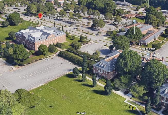 事发的维吉尼亚滩市政中心2号建筑(红色指针处),该处主要是都市计画与公用事业部门,如受理民众付水费与申请建照。 Google Map