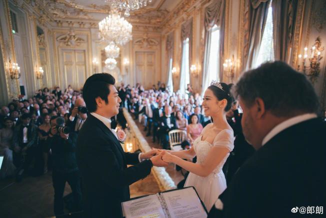 郎朗在微博发布婚礼现场图片。 (取自微博)